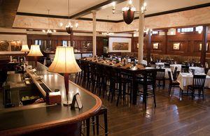 Hanks_Interior_Bar_Dining