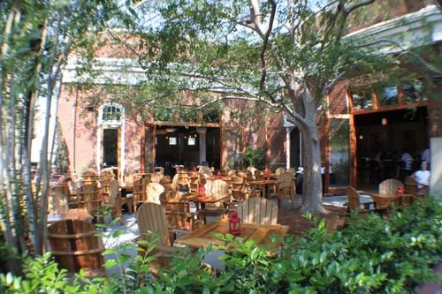 Leaf Cafe and Bar Outdoor Dining